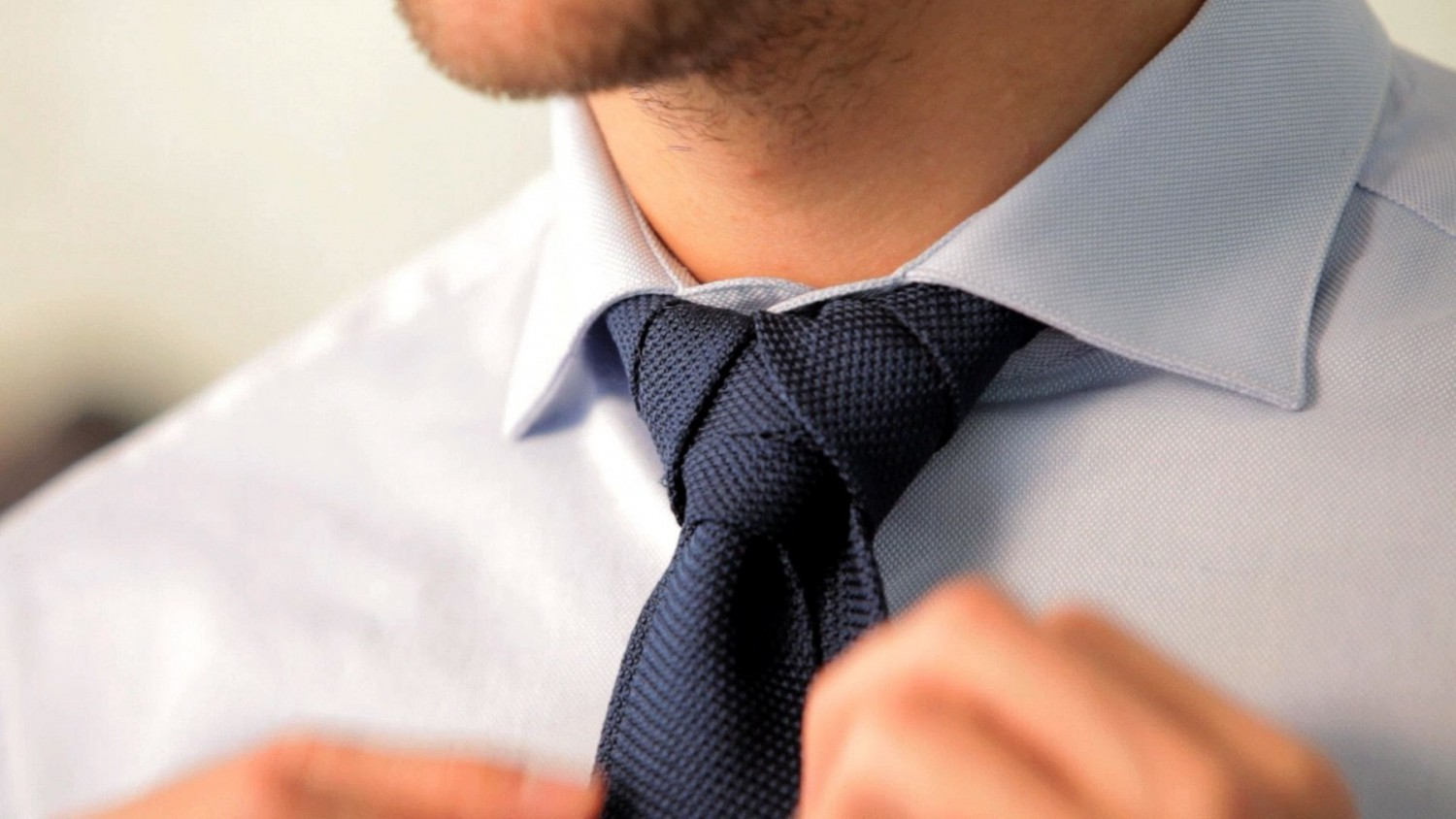 match tie knot to collars
